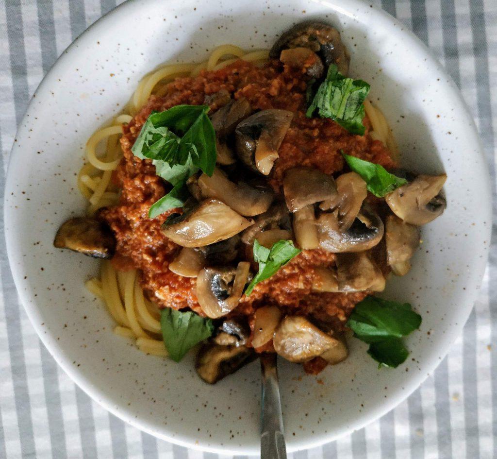 spaghetti z czerwoną soczewicą