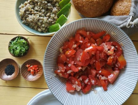 Sałatko – pasta z zielonej soczewicy z tahini i kolendrą